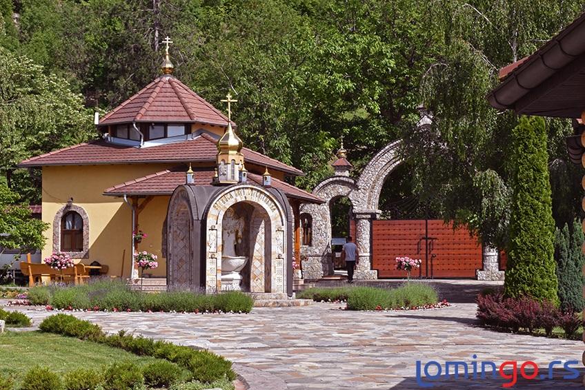 manastir-lesje-ulaz-lomingo-travel