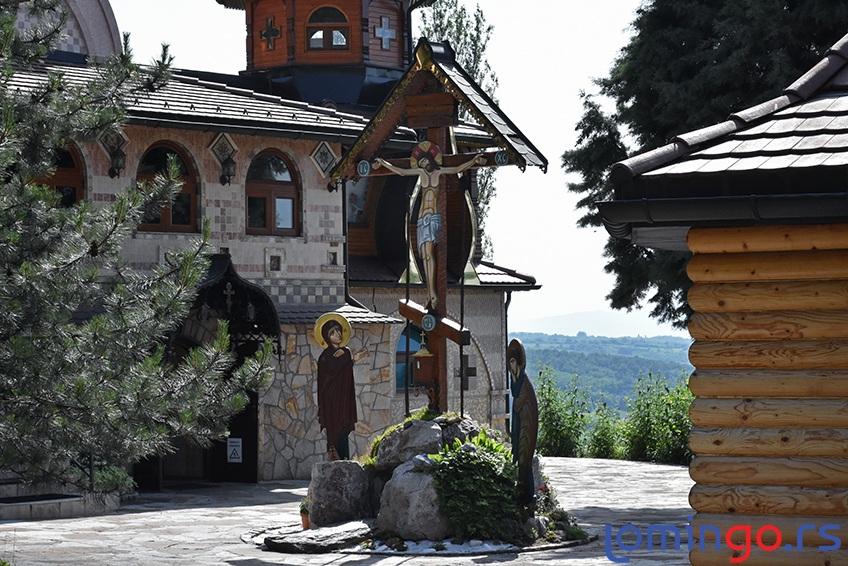 manastir-lesje-lomingo-travel